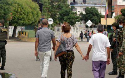 Colombia extiende vigencia de pasaportes venezolanos por 10 años, informó embajador Guanipa