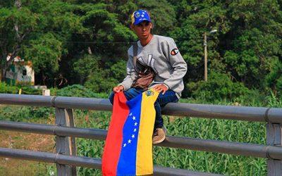 Iván Duque asegura que Colombia seguirá 'tendiendo la mano' a migrantes venezolanos que ingresen al país